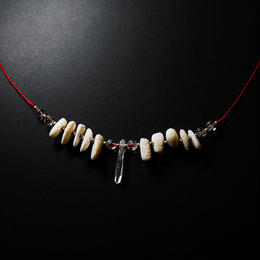 クリスタルと珊瑚のネックレス