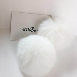 毛ボールイヤリング/ホワイト