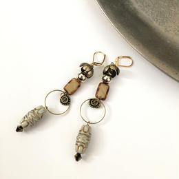 amulet long pierce/earrings OFF WHITE