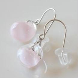 淡いピンクガラスのフックピアス007