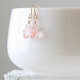 うすピンクオーロラチェコガラスのピアス008