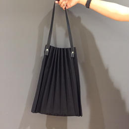 pleat tote bag