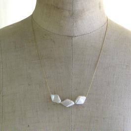 3ダイヤ型パールネックレス