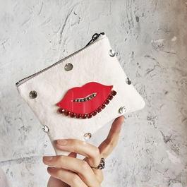 lips  pouch (white)