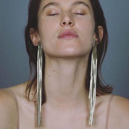 saskiadiez / GOLD LONG LEATHER EARRINGS / GOLD