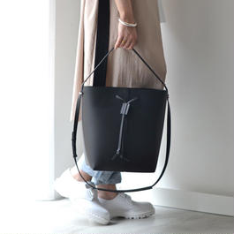 PB0110 / AB32 SHOULDER BAG / BLACK