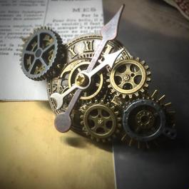 150320 第五弾/ローマ数字の文字盤の時計とこっつこつ歯車のバレッタ