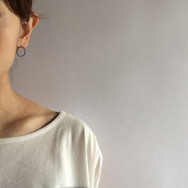 Ring earring , a  / BK