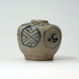 白地青模様の小壷(カンボジア)