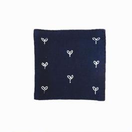 苗族刺繍入り藍染めコースター(芽)  Miao indigo coaster (bud)