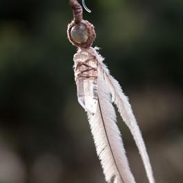 ヒマラヤ水晶∞エミューの羽∞ラブラドライトピアス
