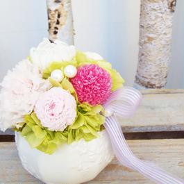 メモリアル プリザーブド菊とカーネーションのアレンジメント【pink】