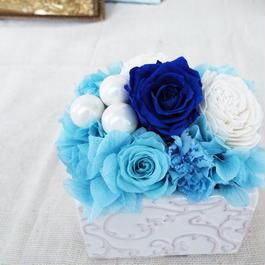 プリザーブドローズのクラシカルアレンジメント【blue&pearl】