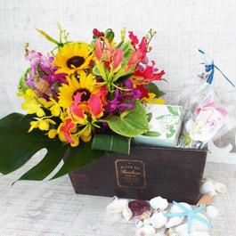 Summer gift/夏のお花のアレンジメントとソープと ガラスのメッセージボトルセット
