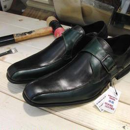 グリーン&ブラック 工房染色の牛本革モンク靴