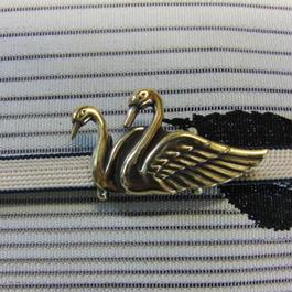 真鍮製 つがい白鳥型帯留め 着物や浴衣の帯どめ飾りに