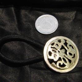 2,真鍮 丸型模様入り ループコンチョ ヘアゴム付き