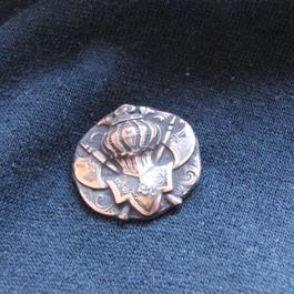 銅製 中世甲冑型 ハットやバッグにピンズブローチ