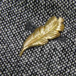 真鍮ブラス製 ミニフェザー型ピンズブローチ ジャケットやハットの飾りとして
