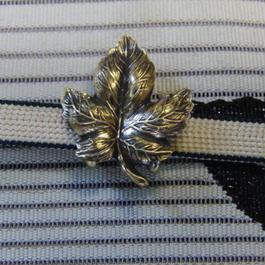 真鍮製 メープル葉型帯留め 着物や浴衣の帯どめ飾りに