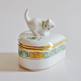 ヘレンド アポニーグリーン ハート型ボンボン入れ 猫