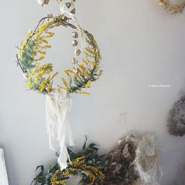 Mimosa's weaving wreath