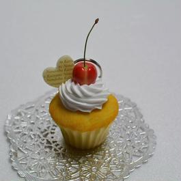 さくらんぼカップケーキのカードスタンド