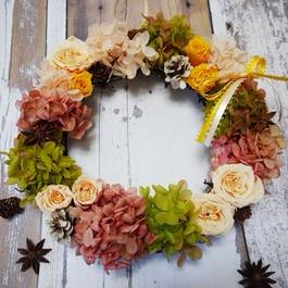 ローズと木の実の秋リース