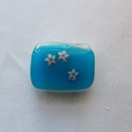ガラスの帯留め ブルーにさくら