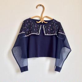 夏に着る長袖Tシャツ /  青い花柄