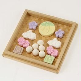 ヒバを編み込んだお菓子の器