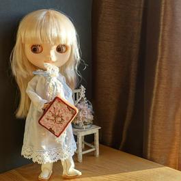 四角いトランクタイプ 茶色の桜カステラ