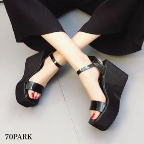 #Black Wedge Sandals  アンクルストラップ 厚底 エナメル サンダル ブラック