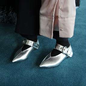 buckle pointed toe shoes