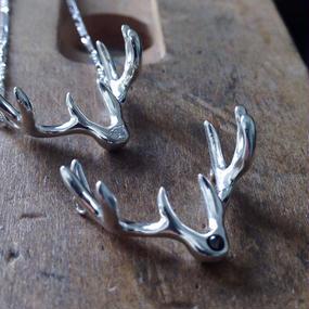 ダイヤモンドの鹿の角ネックレス