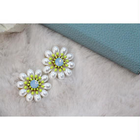 Neon yellowgreen × Margaret pearl