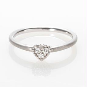 【SALE】 繊細に輝くダイヤ、可愛いハートのリング