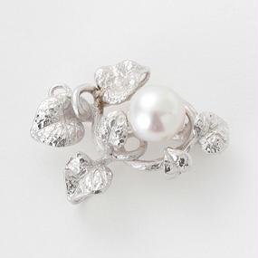 気品の輝き、白蝶真珠のブローチ