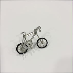【SALE】Bicycleのホワイトゴールドブローチ