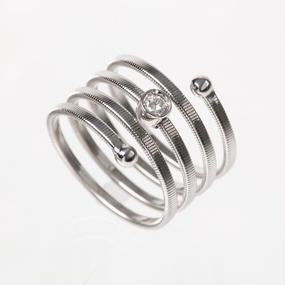 螺旋のメレダイヤリング