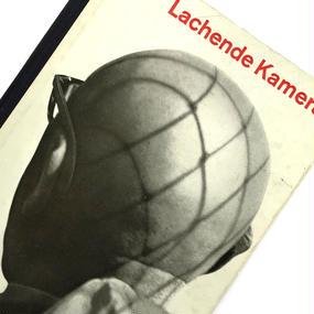 Title/ Lachede Kamera 3set  Published/ Hanns Reich Verlag