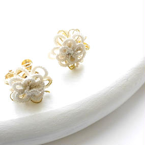 Petit Flower イヤリング/white