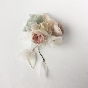 小さな花束のコサージュ / ベージュ× ピンク