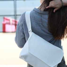 Volleyballer's Messenger Bag (C)/ビーチバレーボールレザーホワイト
