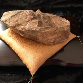 霊峰の石・約12cm(木製飾り台21×15×1.8cm・金座布団付き)