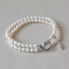 Marie (pearl bracelet /silver  color clasp)