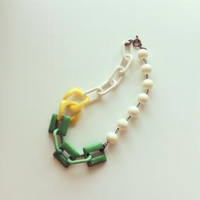 イタリアンレジン グリーンカラー ネックレス