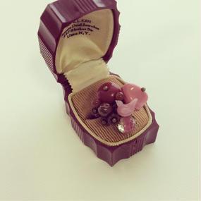 一点もの イチゴチョコシリーズ イチゴミルクカラー小鳥付きリング
