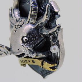 [anima-pendant]ハンティングトロフィーシリーズ  GrimWooper-真珠のピアス