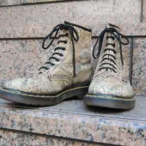 made in ENGLAND Dr.Martens 8halls